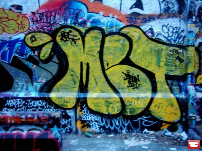 Throw Ups Par Met - St.-Denis (France)